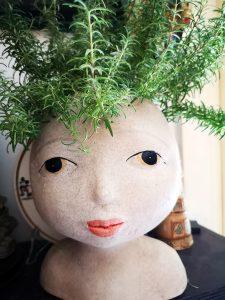 Ecco Medea con i capelli di rosmarino